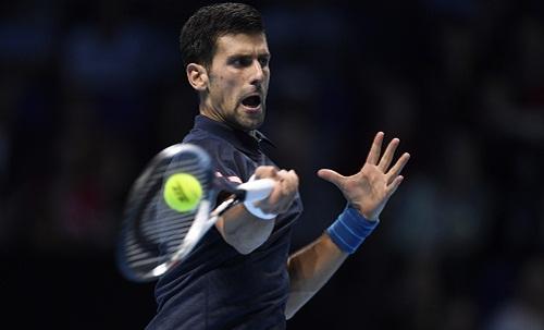 Djokovic đánh bại Raonic, vào bán kết World Tour Finals