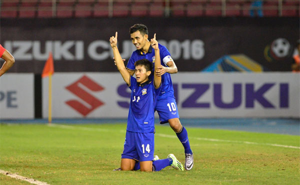 Bàn thắng muộn đưa Thái Lan vào bán kết AFF Cup