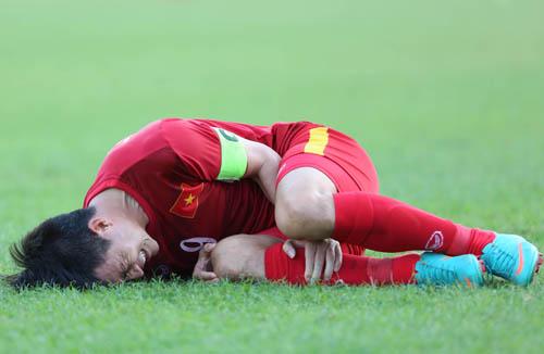 Công Vinh, Ngọc Hải tố cầu thủ Malaysia chơi xấu