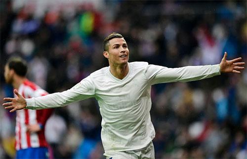 Ronaldo ghi cả hai bàn, Real vượt trước bảy điểm so với Barca