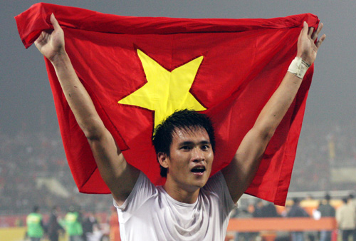 cong-vinh-mac-ao-in-hinh-mung-chuc-vo-dich-aff-cup-2008-1
