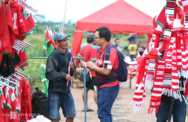 Không khí trước trận Indonesia - Việt Nam tại Bogor - ảnh thể thao