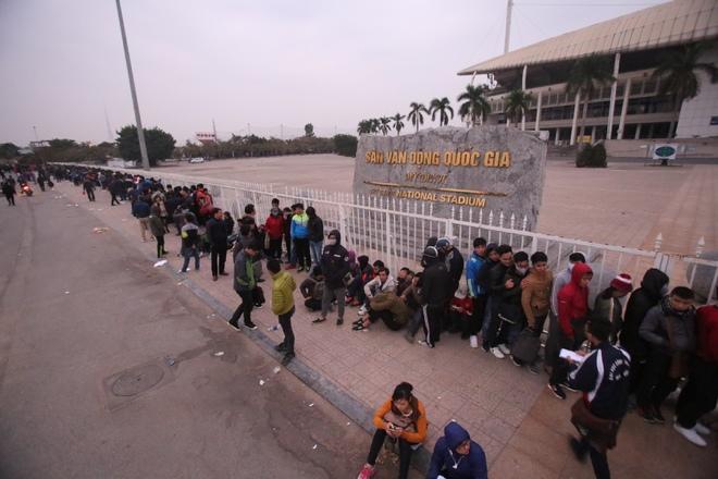 CĐV xếp hàng xuyên đêm, chờ mua vé trận Việt Nam - Indonesia - ảnh thể thao