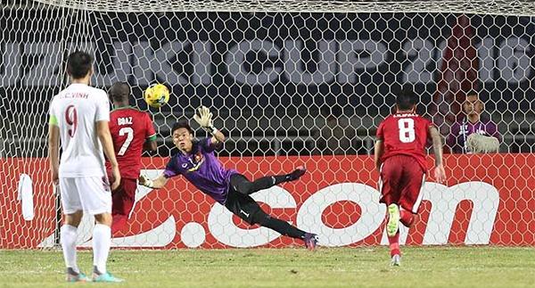 Hàng thủ mắc sai lầm, Việt Nam để thua trên đất Indonesia