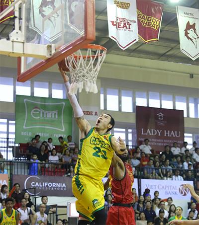 Sao gốc Việt thoả ước mơ bóng rổ đỉnh cao ở quê hương