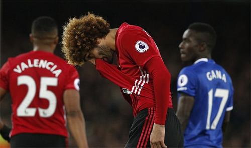 Fellaini thành tội đồ, Man Utd mất chiến thắng ở những phút cuối