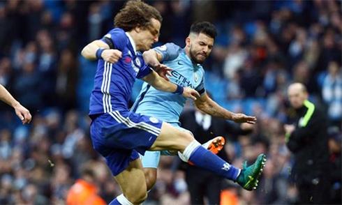 Aguero bị treo giò bốn trận vì cú đạp David Luiz