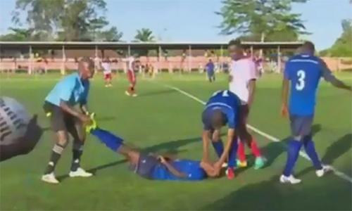 Sao trẻ qua đời trên sân bóng sau khi ghi bàn
