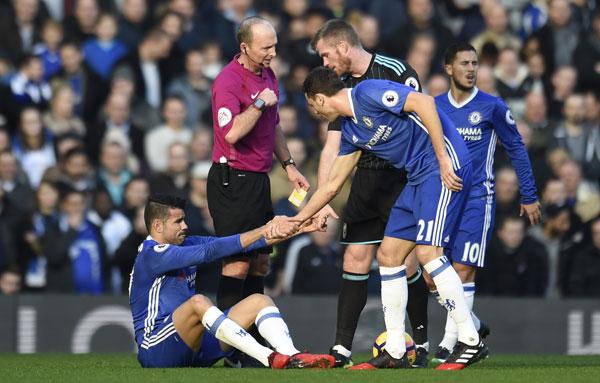Chelsea thắng trận thứ chín liên tiếp, lấy lại ngôi đầu
