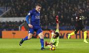 Vardy lập hattrick, Leicester đánh bại Man City
