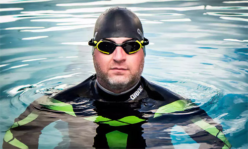 Cựu cảnh sát Anh phải bỏ dở chuyến bơi xuyên Đại Tây Dương