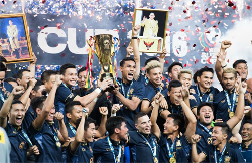 Kiatisuk: 'Xây đội tuyển Thái Lan khó, chứ phá thì dễ lắm'