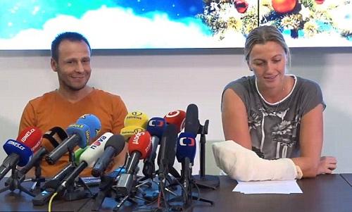 Petra Kvitova lần đầu xuất hiện sau khi bị đâm