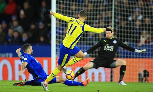 Leicester bại trận, tụt xuống gần nhóm cầm đèn đỏ