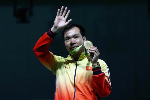 Xạ thủ Hoàng Xuân Vinh trở thành VĐV tiêu biểu năm 2016
