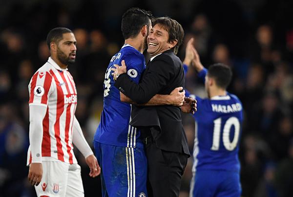 Willian lập cú đúp, Chelsea nối dài mạch thắng lên 13 trận