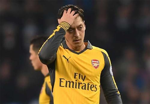 """Wenger: """"Suốt một tuần qua tôi không thể gặp Ozil"""""""