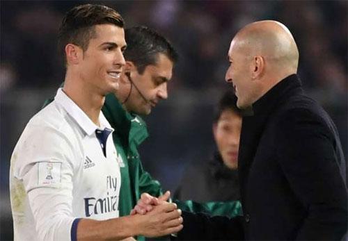 """Zidane: """"Ronaldo sẽ vui vẻ nếu phải ngồi dự bị"""""""