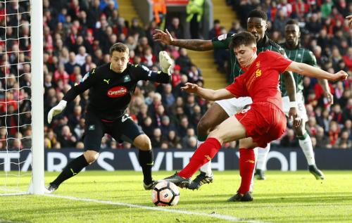 Liverpool bị đội hạng ba cầm chân tại Anfield