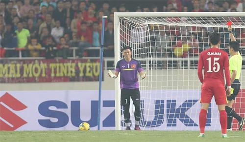 Nguyên Mạnh bị treo giò hai trận và phạt tiền vì thẻ đỏ tại AFF Cup 2016