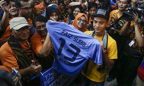 Chủ nhân Bàn đẹp nhất năm được Malaysia chào đón như người hùng