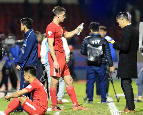 Công Vinh thưởng kỷ lục, dù TP HCM thua Quảng Ninh