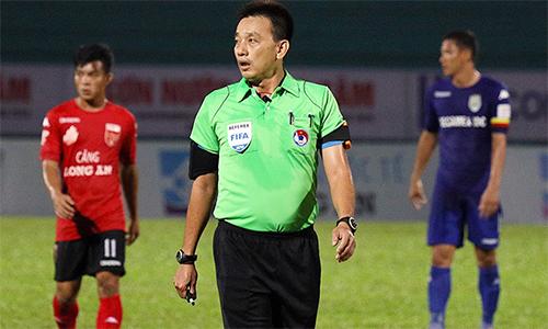 Trưởng ban trọng tài bác bỏ sai phạm trong sự cố bù giờ hai lần ở V-League