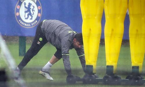 Diego Costa tự tập một mình khi Chelsea có hai ngày nghỉ