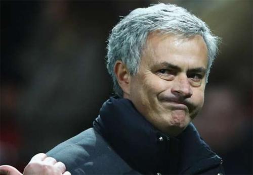 Mourinho nói móc nhà báo về chuyện chiến thuật