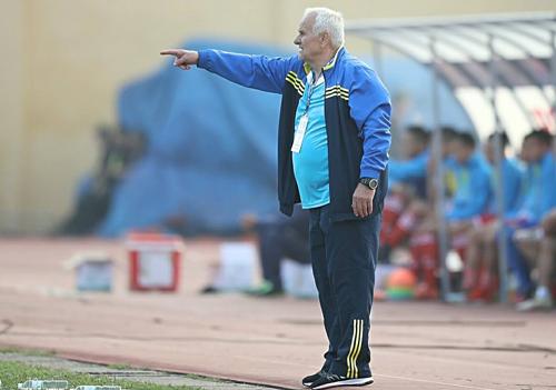 HLV từng vô địch C1 châu Âu thắng trận thứ ba liên tiếp tại V-League