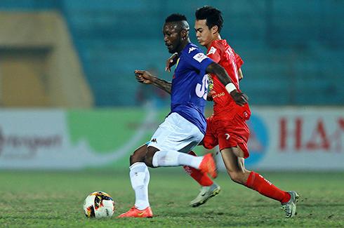 HAGL bất bình với pha ra đòn của cầu thủ Hà Nội FC