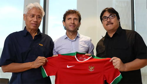 Cựu danh thủ Barca và Real thay thế Riedl, dẫn dắt Indonesia
