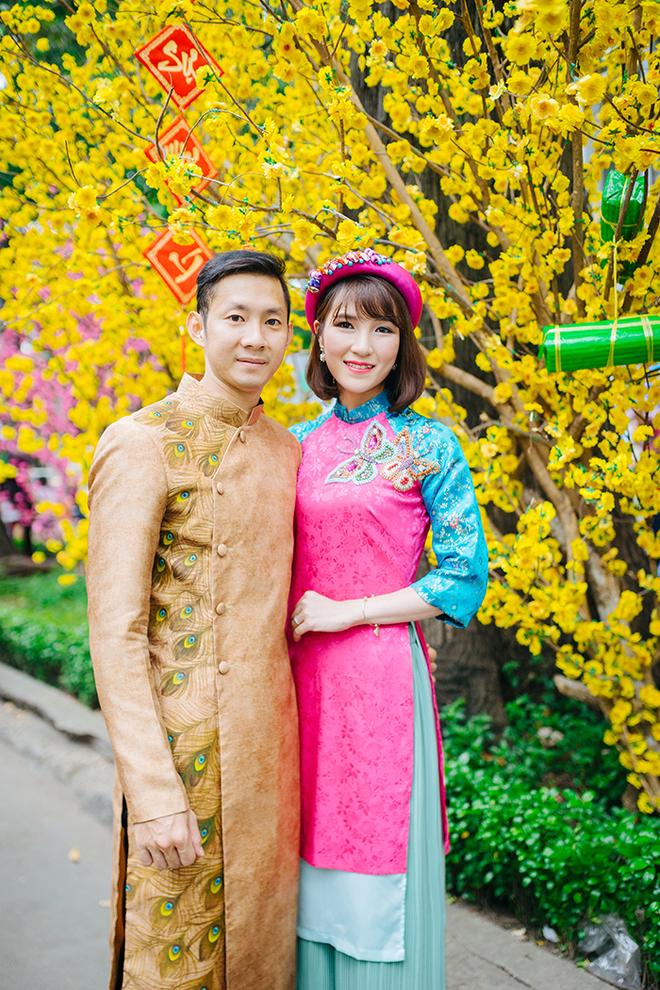 Vợ chồng Tiến Minh diện áo dài đón Tết - ảnh thể thao