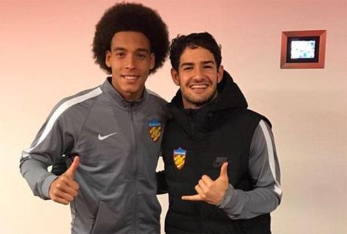 Pato đầu quân cho đội bóng của Trung Quốc