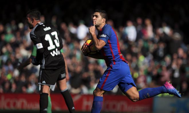 Suarez bỏ xa Ronaldo trên đường đua Giày Vàng châu Âu - ảnh thể thao