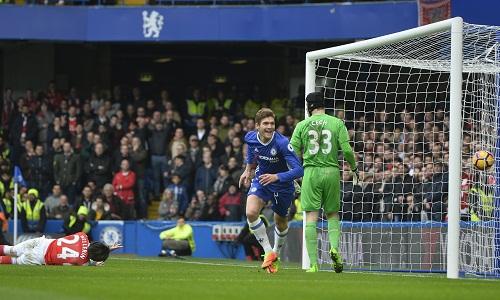 """Wenger: """"Bàn đầu tiên của Chelsea là một pha phạm lỗi nguy hiểm"""""""
