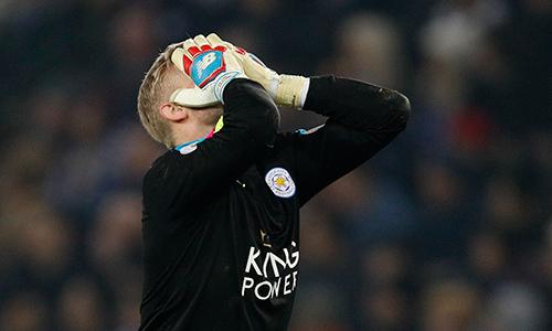 Schmeichel sợ Leicester rớt hạng sau khi thua Man Utd