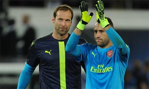 """Wenger tính """"trảm"""" Petr Cech vì sai lầm ngớ ngẩn trước Chelsea"""