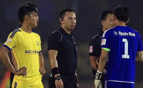 Trọng tài Trung Kiên xin lỗi người hâm mộ và đội SLNA