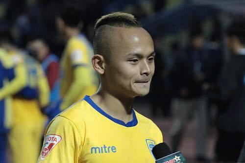 """Cầu thủ Thanh Hoá dính án phạt nguội vì """"bỏ bóng đá người"""""""