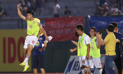 Công Phượng nhảy cẫng, mừng HAGL thắng trận thứ hai ở V-League 2017