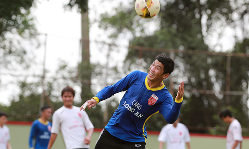 Cầu thủ Long An vui cười trở lại sau bê bối ở V-League