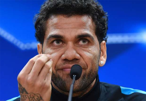 dani-alves-lanh-dao-barca-rat-gia-doi-va-vo-on