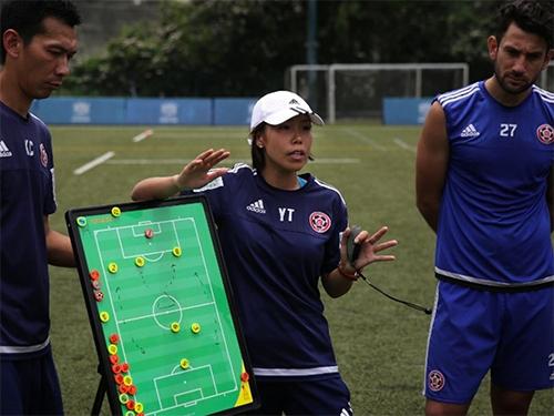 HLV nữ đầu tiên dẫn đội bóng nam dự Champions League châu Á