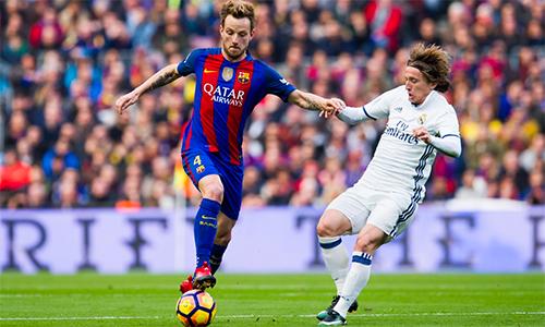 """Barca tốn 126 triệu đôla nhưng chưa thấy """"truyền nhân"""" của Xavi"""