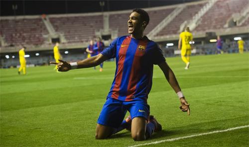 Cầu thủ U19 Barca tái hiện tuyệt phẩm solo từ giữa sân của Messi