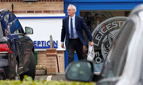 Ranieri tới sân tập Leicester lần cuối để từ biệt đội bóng