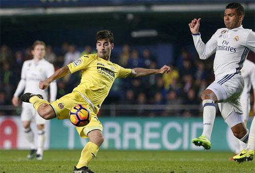 Ngược dòng từ chỗ thua 0-2, Real giành lại vị trí dẫn đầu với trỷ số 3-2