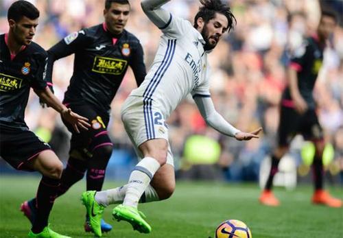 Barca tính tuyển mộ Isco từ Real theo diện miễn phí