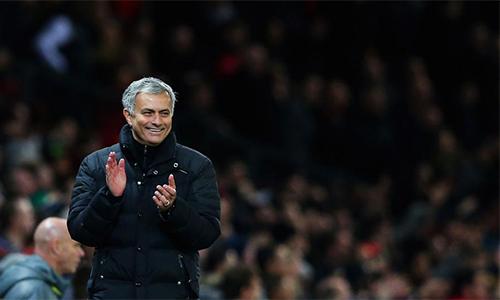Mourinho: CĐV Man Utd cuồng nhiệt hơn Chelsea